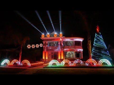 """Феерическое световое шоу """"Звездные войны"""" на доме в Техасе"""