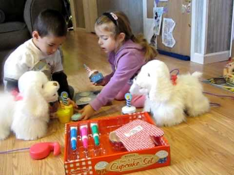 Play Food: Melissa & Doug Bake & Decorate Cupcakes Play Food