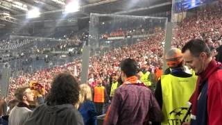 preview picture of video 'Scambio di sciarpe tra tifosi di Roma e Bayern - 21/10/2014'