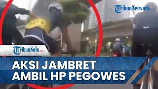 Detik-detik Aksi Penjambret Ambil HP Pegowes yang Diletakkan di Kantong Baju Belakang