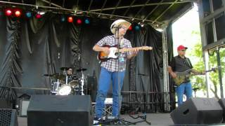 preview picture of video 'Davis Highway @ Country Thunder - (Cover) Copperhead Road'