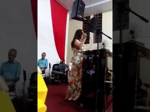 Cantora Kaoana batista louvando na UMADDU Doutor Ulysses parana