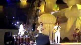 Mulher Moderna de Letícia Coura com o Revista do Samba no festival World Performing Arts em Lahore,