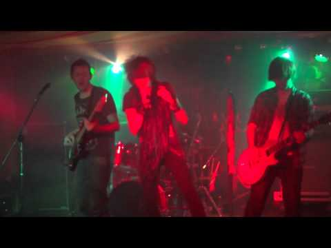 MADE IN WONDERLAND - You Wanna... (Live @ The Railway Venue Bolton)