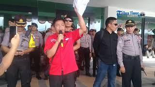 Unjuk Rasa Ratusan Tenaga Honorer K2 di Gedung DPRD Sulbar