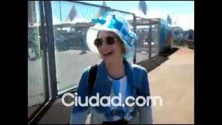 Мартина Стоессел, Новое видео с Тинитой на матче Аргентина - Бельгия в Бразилии.
