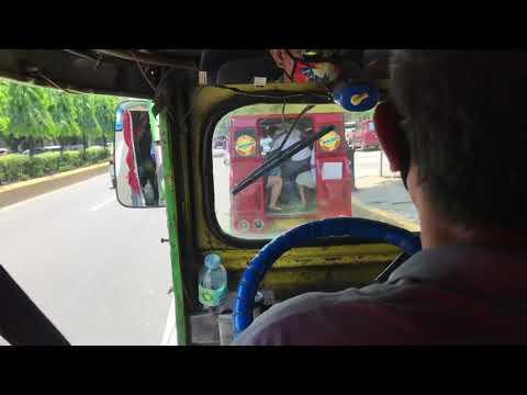 フィリピン・セブ島のジプニー(乗り合いバス)