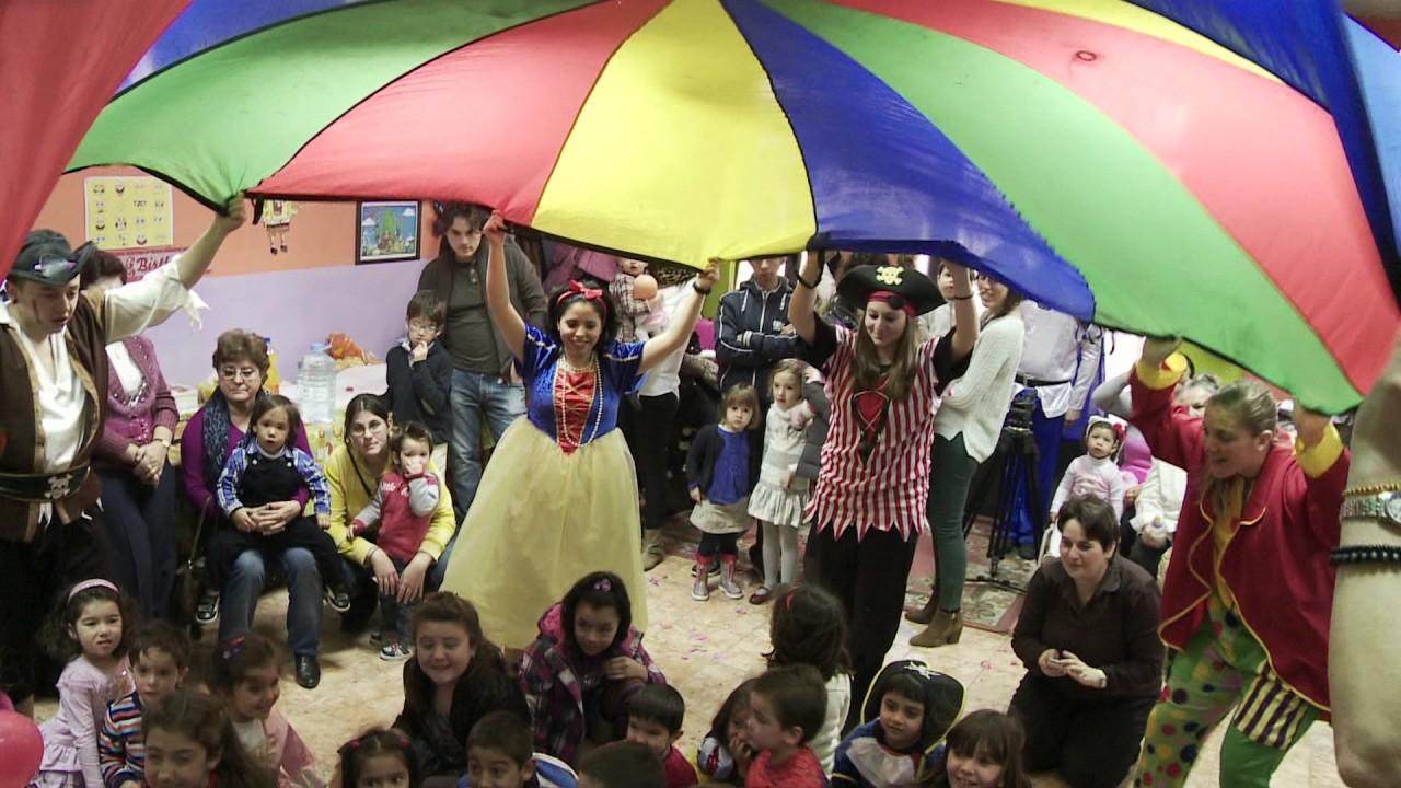 El mejor vídeo de Juegos infantiles y  con paracaídas para fiestas infantiles a domicilio