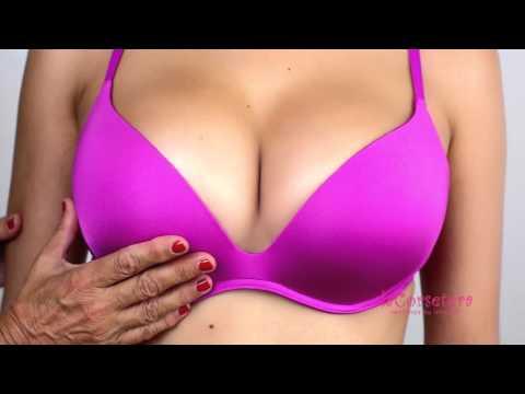 Las mujeres por 40 con un pequeño pecho