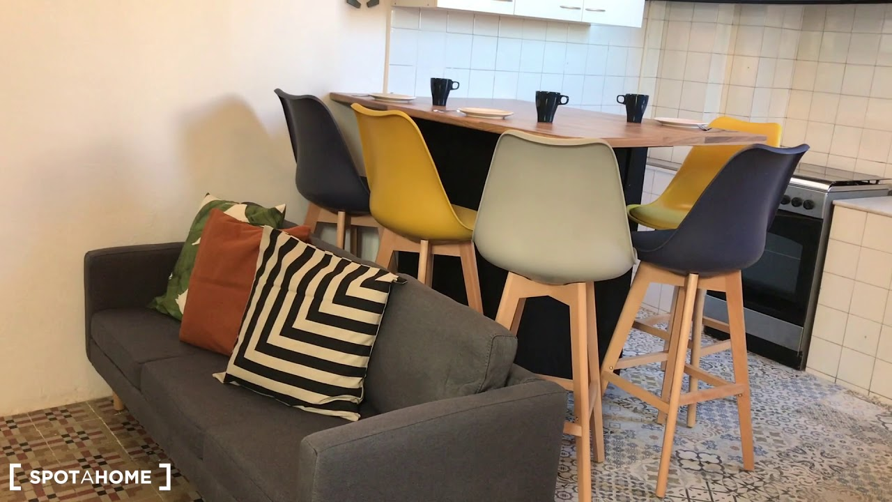 Double bed in Rooms for rent in modern 5-bedroom apartment in Gràcia