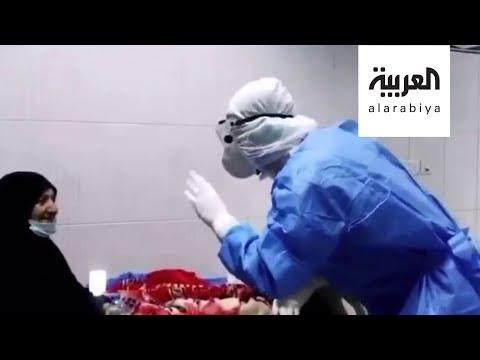 العرب اليوم - شاهد: مقطع مؤثر لممرض عراقي يغني لمصابة بـ