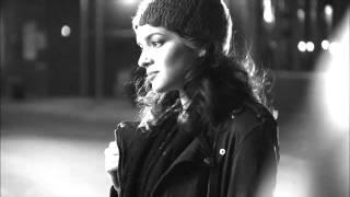Norah  Jones  ♦   December