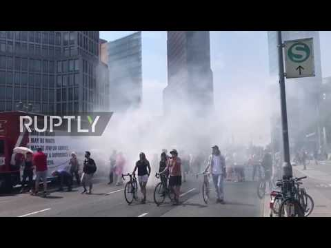 Germany: Counter protesters smoke out far-right demo in Berlin