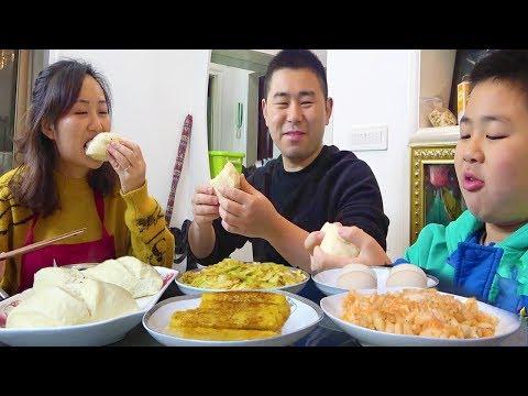 【超小厨】小杨爱心早餐,糍粑馒头配泡菜,丰盛的早餐,安逸!