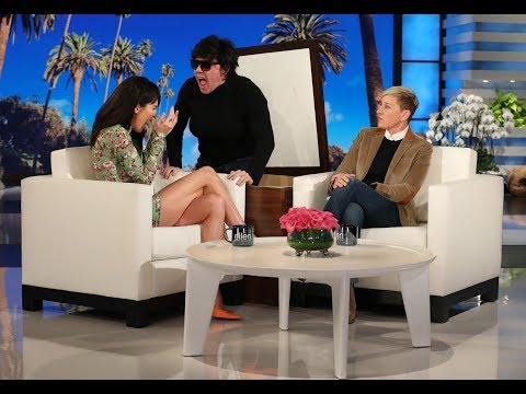 Kendall Jenner Gets a Scare from Her Mom 'Kris Jenner' (видео)