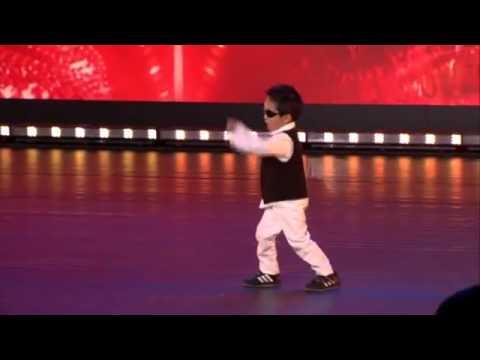 Zvezda je rođena Dječak (4) izveo Gangnam stajl i oborio žiri s nogu! (VIDEO) -