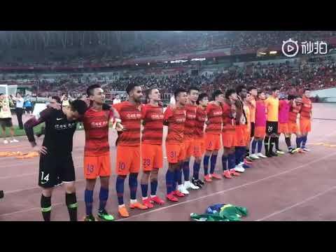 Impressionante reação dos chineses na despedida do zagueiro Gil