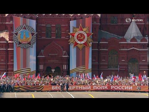 «Можем повторить». Что стоит за российским культом Победы?