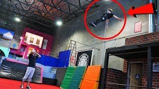 Noobs vs Parkour PROFESSIONAL!! *EXTREME Parkour Survival Challenge*