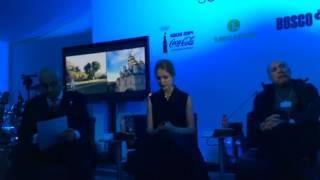 Natalia Vodianova invite le WEF à Sotchi Video Preview Image