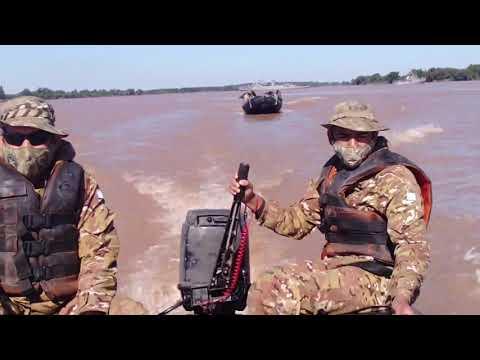 La Armada Argentina se adiestra en aguas del río Paraná