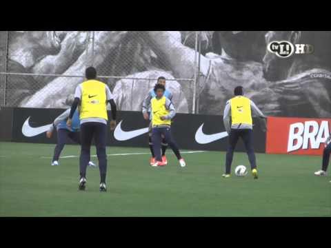 Fábio Santos fala do duelo contra o Sport e da Seleção