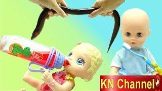 BÚP  BÊ KN Channel ĐI BẮT CON GÌ MÀ DÀI THẾ ? Bé tập đánh răng BABY ALIVE DOLL