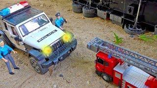 소방차 경찰차 자동차 장난감 구출 도와주기 트럭놀이 Fire Truck Helps Police Car Toy