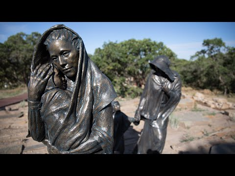 New Monument Connects Past Pioneers with Today's Immigrants Looking for a Better Life (видео)