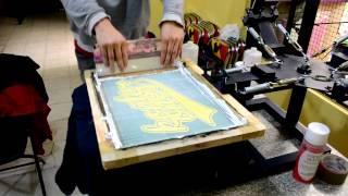 como imprimir playeras y sudaderas en serigrafia en fondo negro con plancha casera
