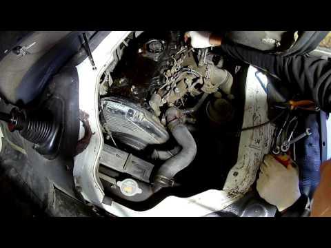 Фото к видео: Снимаем топливные форсунки и меняем распылители на Тойота Дюна 3L 1996 года Toyota Dyna