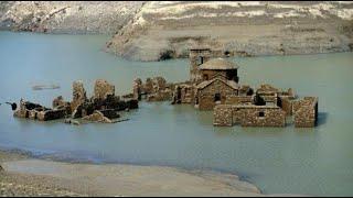 قرية إيطالية غمرتها المياه تظهر مجدداً