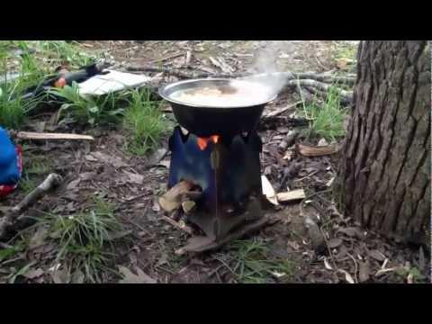 Cook riamen on wood