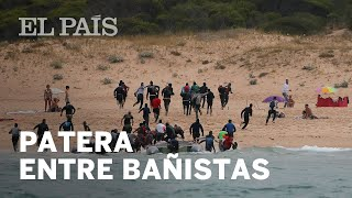 Así llegaron unas 50 personas en patera a una playa de Tarifa | España