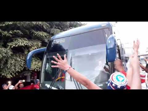 """""""Carnaval Al Salir Los Buses Del León!"""" Barra: La Ultra Fiel • Club: Club Deportivo Olimpia • País: Honduras"""