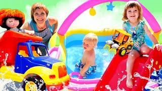 Машинки надувают бассейн - Маша Капуки, Бьянка и Карл на Капуки Кануки! Видео для детей
