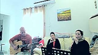 """שירים מהבית לימי קורונה: """"בגלל הרוח"""" בביצוע דפנה תמיר, אריאל עציוני ואלה תמיר עציוני(1 סרטונים)"""