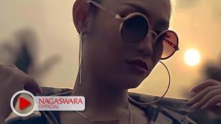 Gambar cover Devy Berlian - PHP ( Pemberi Harapan Palsu ) Remix Version - Official Music Video - NAGASWARA