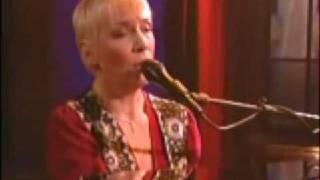 Annie Lennox LITTLE BIRD (acoustic TV performance)