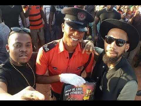 Fans screamed after Olamide joined Phyno on stage