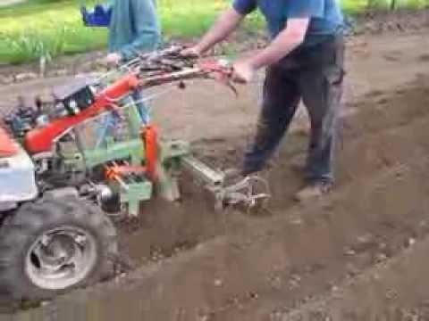 , title : 'Einachser Kartoffel Pflanzen /  Potato planting with walk behind tractor