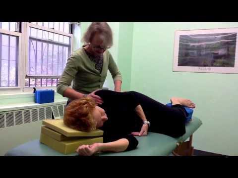 Selbstmassage des Kopfes mit zervikaler Osteochondrose
