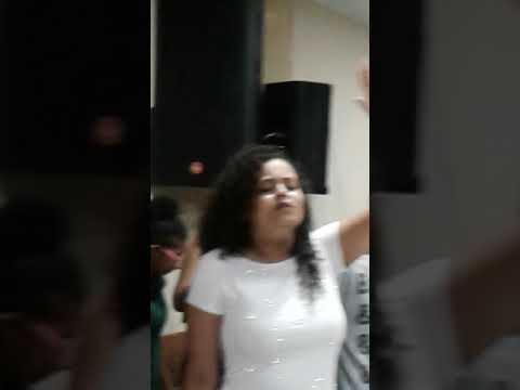 Cantora candida celeste em Aperibe