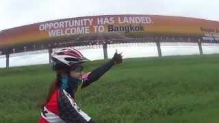 preview picture of video 'บรรยากาศ ปั่นจักรยาน สนามเขียว สุวรรณภูมิ By Jib&Tai'