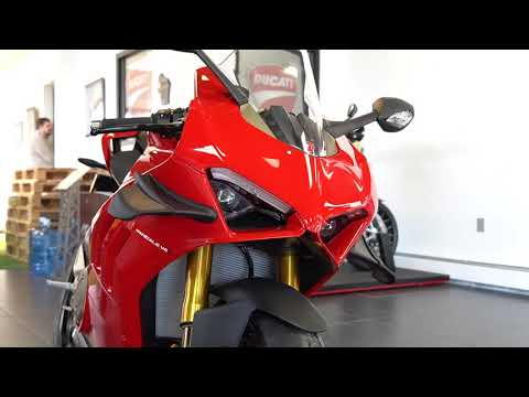 2021 Ducati Panigale V4 S in West Allis, Wisconsin - Video 1