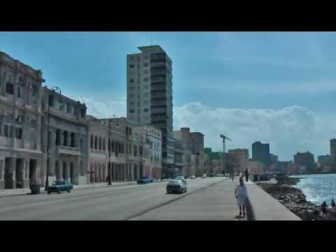 Sea Boulevard Malecón in Havana Cuba La Habana 7 km. lange boulevard met Hotel Nacional