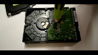 TEARDOWN: Western Digital 80GB Internal Desktop Hard Drive Disassembly