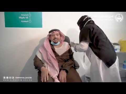 أمير القصيم يتلقى الجرعة الأولى من لقاح كورونا ويدعو الجميع لاخذ اللقاح