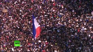 Парад в Париже по случаю возвращения игроков сборной Франции по футболу — LIVE