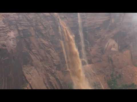 سيول وأمطار غزيرة في بولاية أريزونا